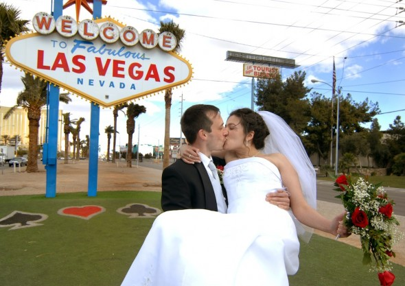 Weddings Las Vegas sign